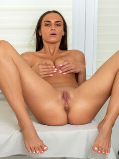Leyla Lee