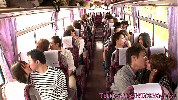 Japánok szeretnek buszban szexelni